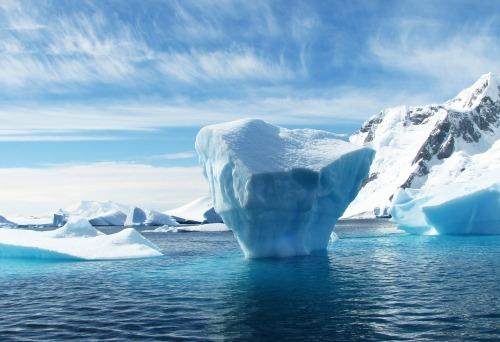 panorama_eisdecken_in_gronland_und_antarktis_schrumpfen_in_rekordzeit.jpg